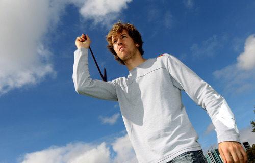 Sebastian tira un búmeran