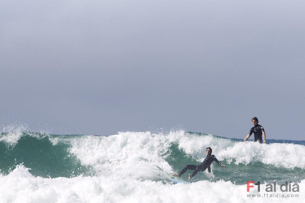 Soucek y Di Grassi haciendo surf