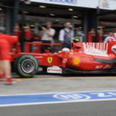 Alonso llega a boxes