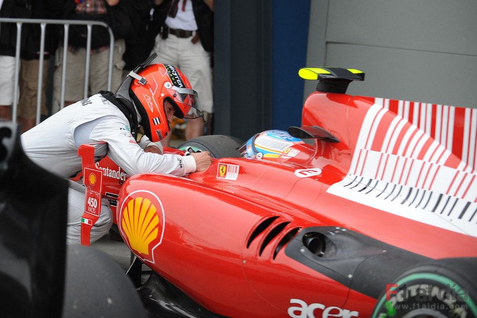 Michael Schumacher recrimina a Fernando Alonso haberle bloqueado