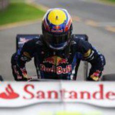 Mark Webber se baja de su monoplaza