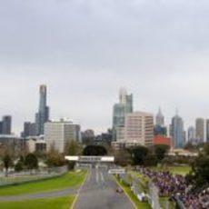 Kubica bajo los rascacielos de Melbourne