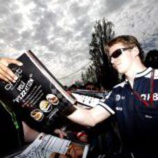 Nico atiende a los fans