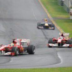 Massa es perseguido por Alonso