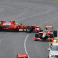 Fernando Alonso hace un trompo