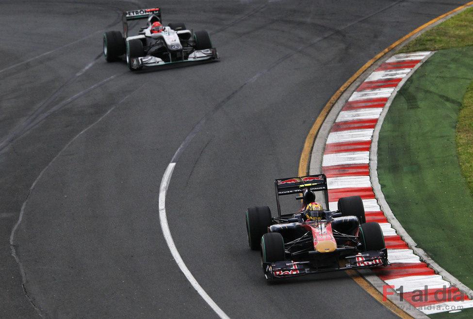 Alguersuari mantiene a Schumacher detrás