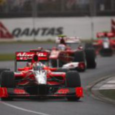Alonso entre los dos Virgin