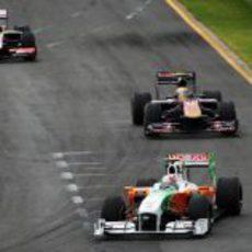 Liuzzi por delante de Alguersuari y Senna