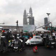 Cambio de neumáticos en el 'Petronas Pit Pulse'