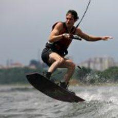 Senna practica 'kite surf'