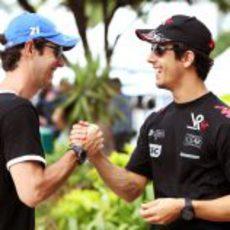 Senna y Di Grassi en el 'paddock' de Sepang