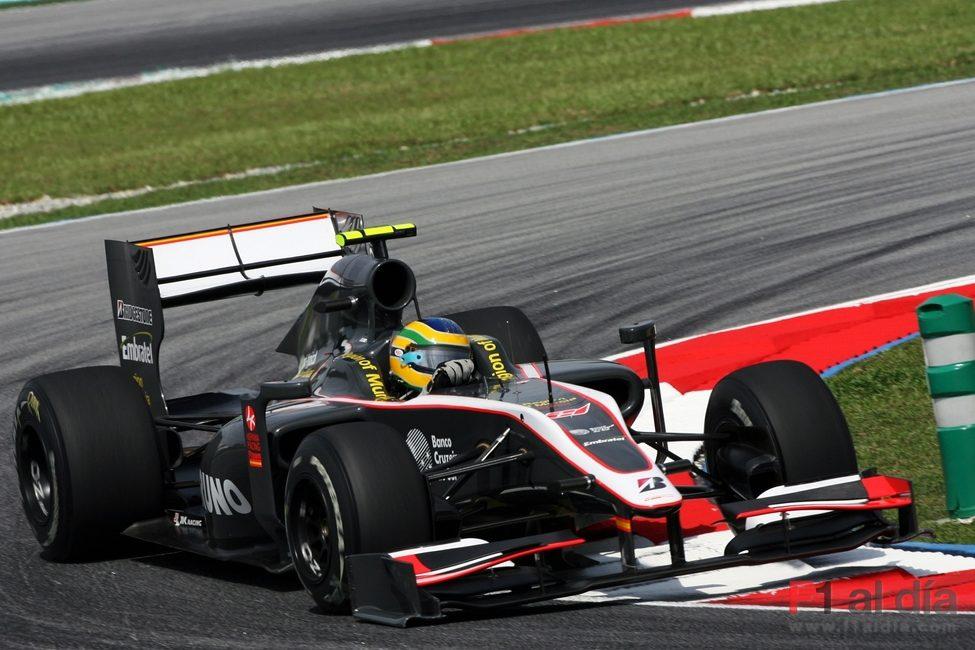 Senna en acción sobre el asfalto de Sepang