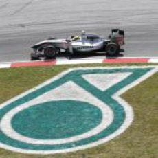"""Mercedes corre en """"casa"""" de Petronas"""