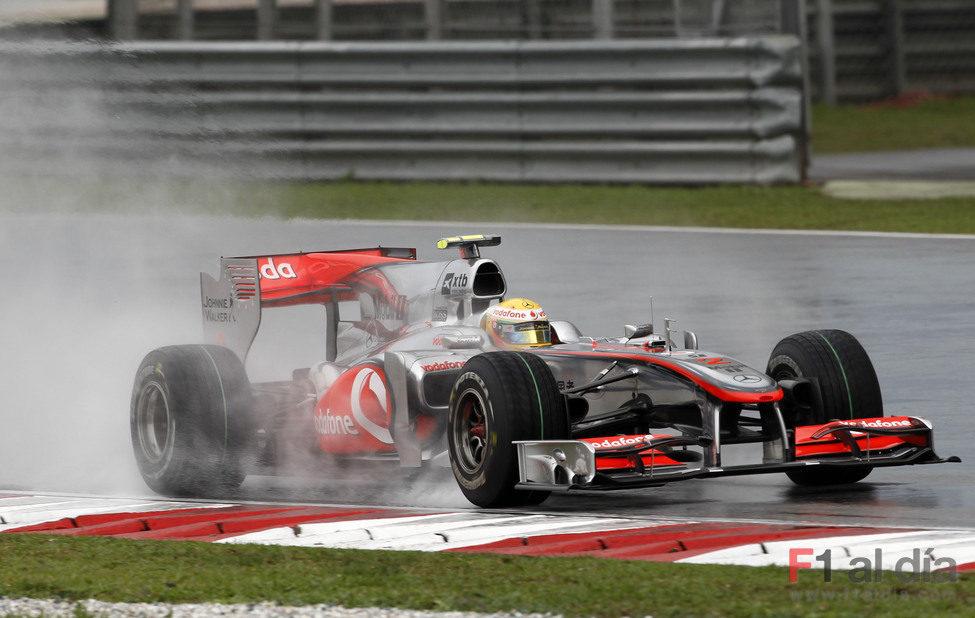 Malos augurios para McLaren 4862_la-lluvia-le-juega-una-mala-pasada-a-hamilton
