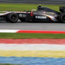 Senna entrena con el HRT en Malasia