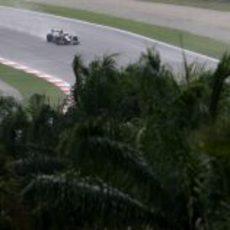 Senna bajo la lluvia de Malasia