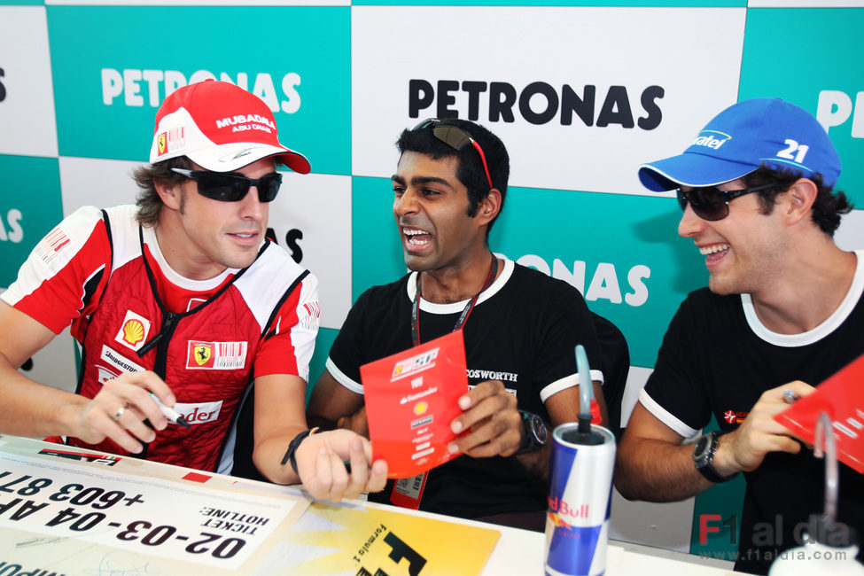 Los pilotos de Hispania se lo pasan bien con Fernando