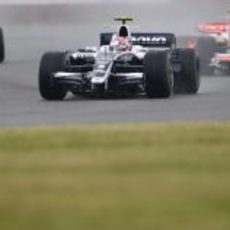 Nakajima delante de Fisichella