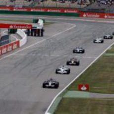 Fila de coches detrás de Coulthard
