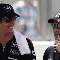 Di Grassi y Glock charlan antes del GP de Malasia 2010