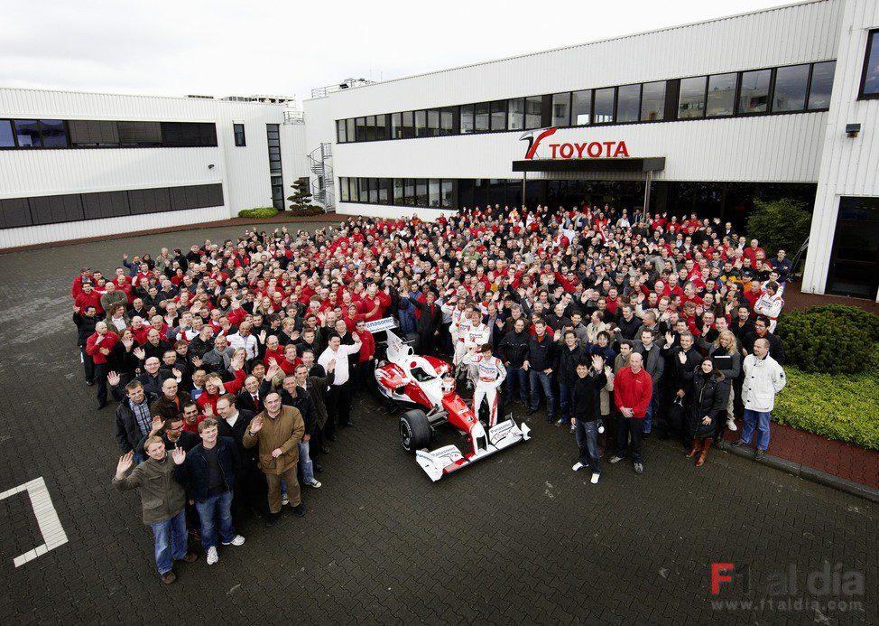 Foto de familia final de Panasonic Toyota Racing