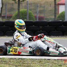 Bruno Senna sobre un kart