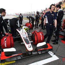 El coche de Senna casi listo para la salida