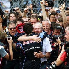Webber abraza a Marko