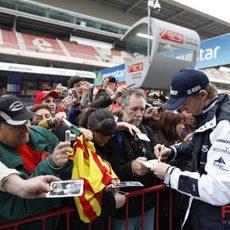 Nico atiende a sus fans en Montmeló