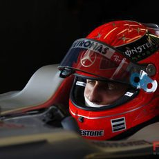Schumacher se concentra antes de la carrera