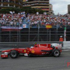 Los españoles apoyan al piloto de Ferrari