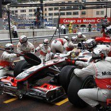 Cambio de neumáticos para Hamilton en Mónaco