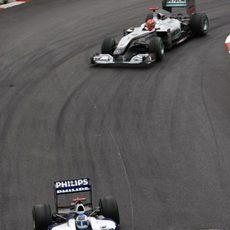 Rubens perseguido por Schumacher