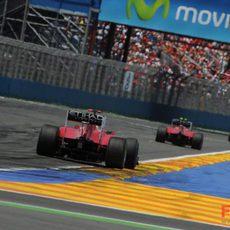 Hamilton y los dos Ferrari antes de la salida del Safety Car