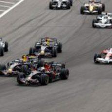 Webber pelea con Vettel