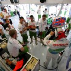 Button en el box de Honda