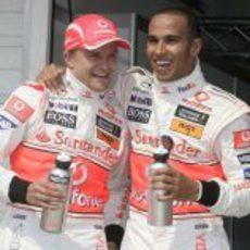 Hamilton y Kovalainen contentos