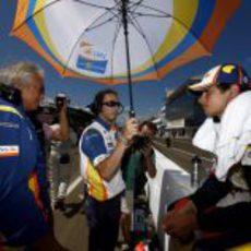 Nelsinho y Briatore antes de la carrera