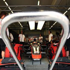 Chandhok espera en el box
