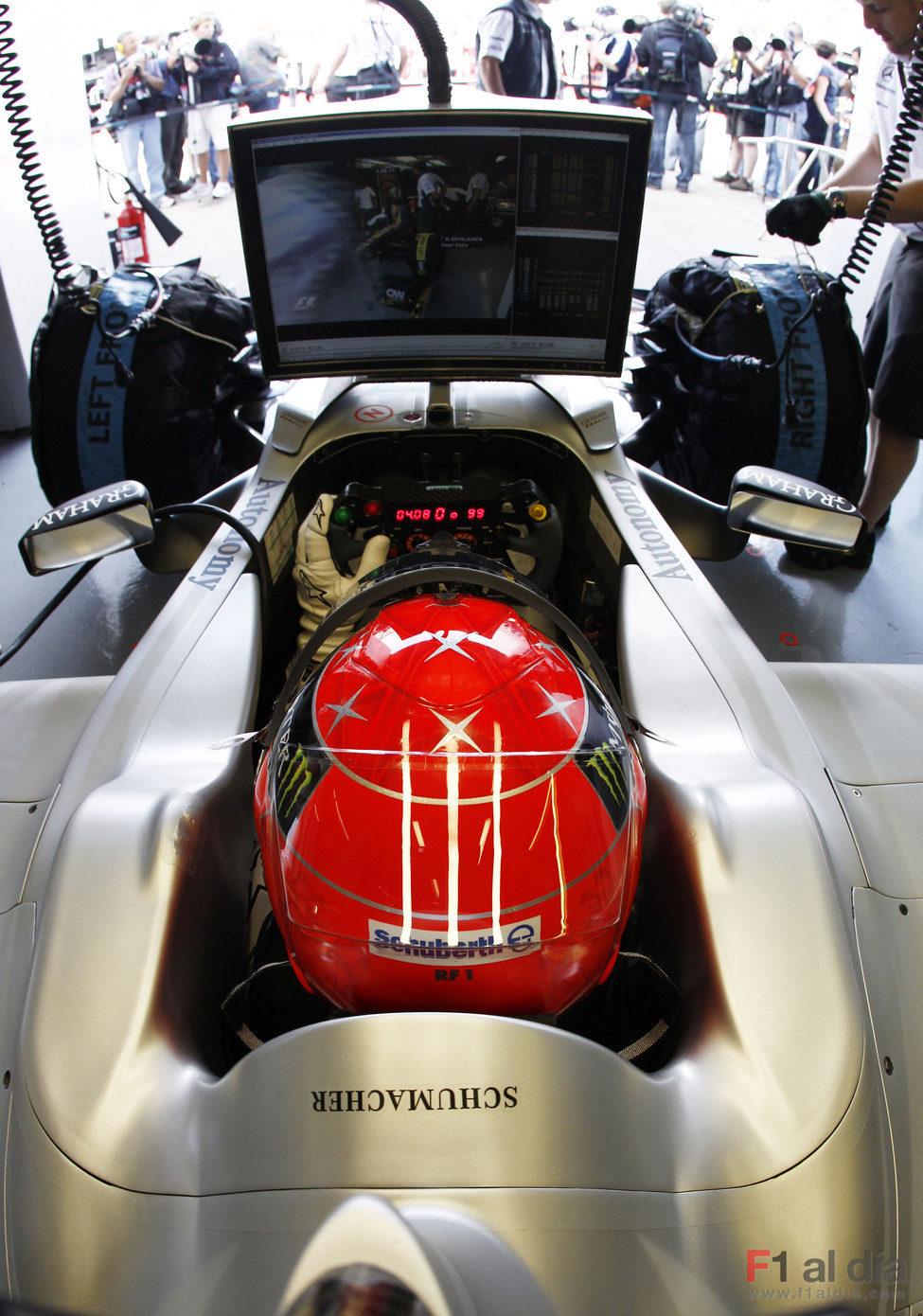 Schumacher ve lo que pasa en pista desde su monoplaza