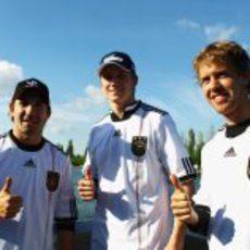 Glock, Hülkenberg y Vettel con la camiseta de Alemania