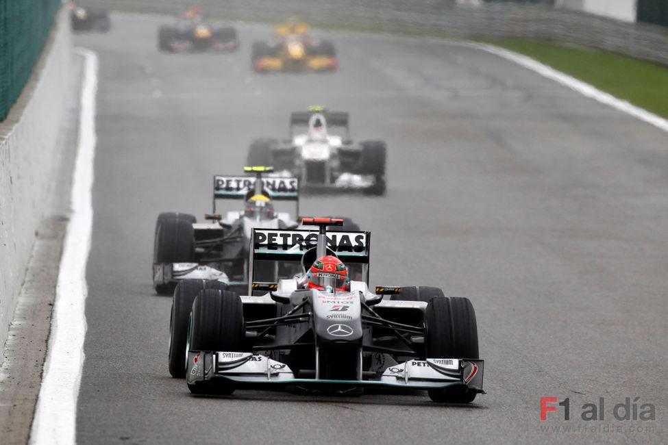 Schumacher por delante de su compañero