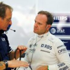 Barrichello y su ingeniero