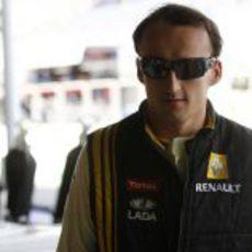 Kubica entra en boxes