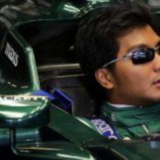 Fairuz Fauzy esperando en boxes
