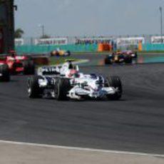 Kubica por delante de Alonso