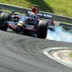 Vettel se pasa de frenada