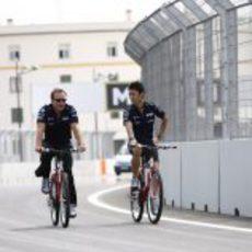 Nakajima recorre el circuito en bici