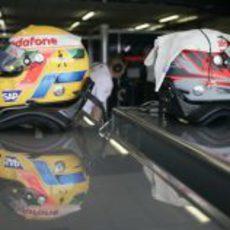 Los cascos de Hamilton y Kovalainen