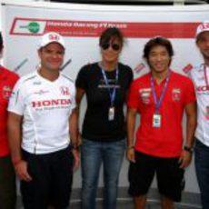 Barrichello y Button junto a los pilotos de trial de Honda